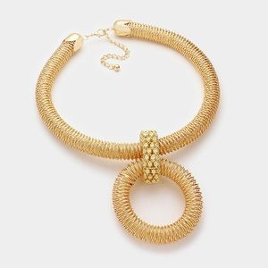 Jewelry - Gorgeous Gold Metal Wire Spring Statement Necklace